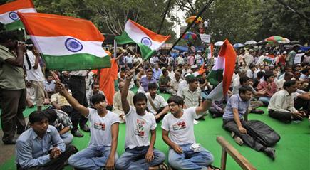 टीम अन्ना के अनशन का चौथा दिन, भीड़ नदारद