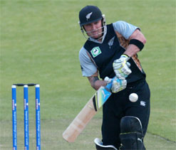 McCullum, Guptill set up New Zealand win