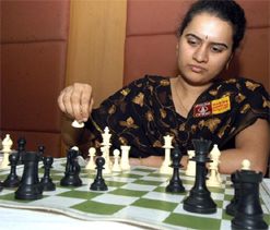 Humpy under pressure in World Championship