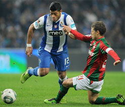 FC Porto beats 10-man Maritimo 2-0 in Portugal
