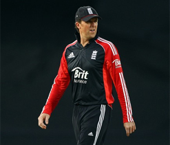 Graeme Swann to carry on as England Twenty20 captain