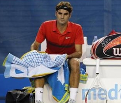 Beck ache gives Federer walkover