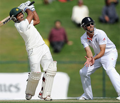 Resilient England restrict Pakistan in second Test