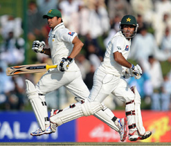 Pakistan fight hard as England chase win
