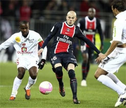 PSG edges Brest 1-0 to stay top of French league
