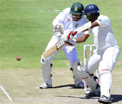Samaraweera, Mathews hold up South Africa