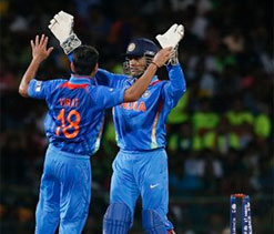 Dhoni lavishes praise on Kohli and bowlers for win against Pak