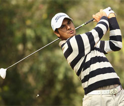 Bhullar takes lead with eight-under 63 in Macau Open
