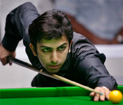 Clash in dates forces Advani to pick World Billiards Championship