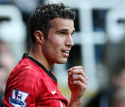 Van Persie escapes FA rap for violent conduct over alleged elbow incident