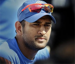 Rahul Dravid backs MS Dhoni to continue as captain
