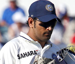 Ashwin should concentrate on stock delivery: Dhoni
