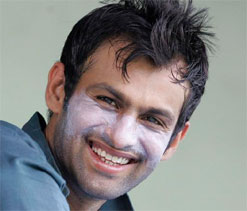 Shoaib Malik says no clear favourites for Indo-Pak series