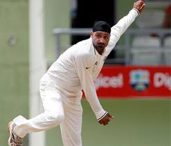 India pick three spinners for Mumbai Test