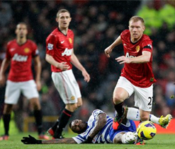 Man U 3-1 QPR: Hosts move top with trademark second-half comeback