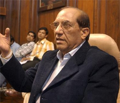 Kaushik demands Malhotra`s resignation