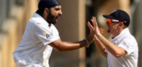 2nd Test, Day 3: India slump to 117/7, England smell victory