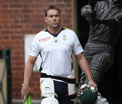 Kallis shrugs off comparisons to cricket legends