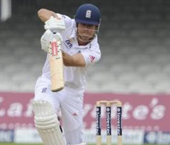 Cook closes in on number one batting spot