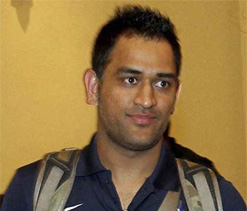 Dhoni hopes 'irreplaceable' Tendulkar continues playing Test cricket