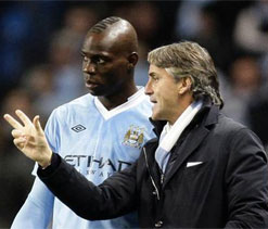 Mancini extends Man City lifeline to Balotelli