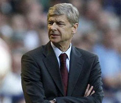 'Defiant' Wenger refuses to quit despite Arsenal fans' jeering