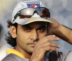 Pakistan T20 skipper Hafeez says no favourites in ``pressure filled`` Indo-Pak series