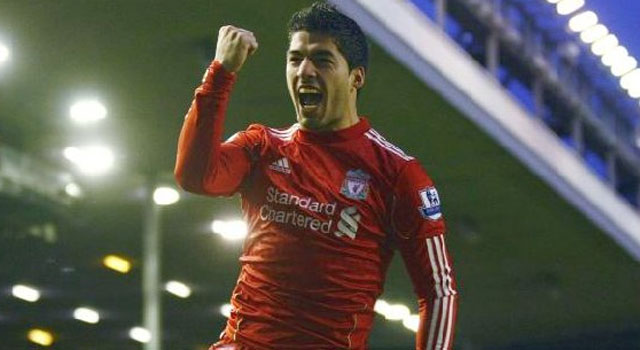 Gerrard, Suarez on target as Liverpool beat Fulham 4-0