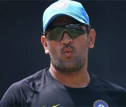 MS Dhoni backs misfiring pacers despite loss
