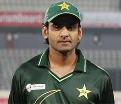 Hafeez not wary of experienced Dhoni in upcoming series
