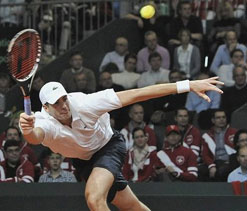 Isner stuns Federer, holders Spain in control