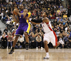 Bryant comes to rescue as Lakers beat Raptors