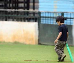 Dravid`s son wields bat after he bids adieu