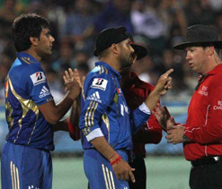 Munaf fined, Harbhajan warned for arguing with umpire