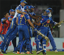 IPL 2012: Mumbai Indians take on table toppers Rajasthan Royals today
