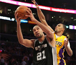 Spurs give Lakers taste of their own medicine