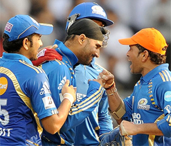 Sachin hands over Mumbai Indians captaincy to Harbhajan