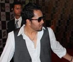 Mika enthralls Delhi crowd after IPL match