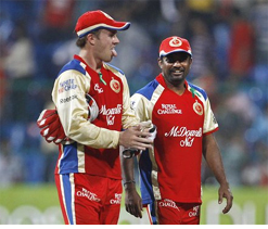 Murali, de Villiers guide RCB to an easy win over Delhi