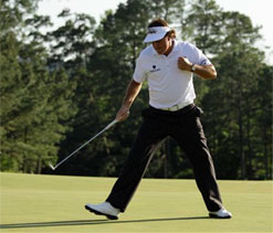 Mickelson makes Masters charge, McIlroy collapses
