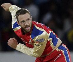 Vettori keen to rein in dangerous McCullum