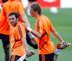 Del Bosque recalls Torres and Mata in Spanish squad