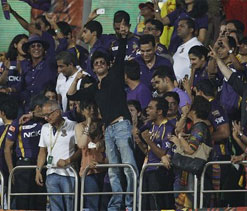 Fans welcome KKR players as they arrive in Kolkata