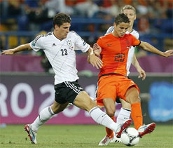 Euro 2012: Mario Gomez double sinks Netherlands