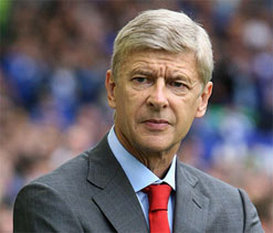 Wenger defends Van Persie after Dutch booing