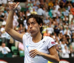 Schiavone fights back to oust Robson