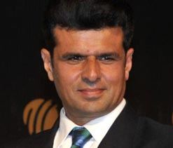Aleem Dar honoured for officiating in 150 ODIs