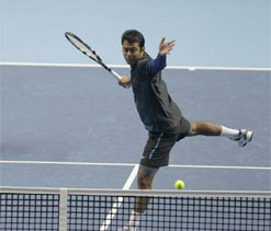 French Open: Paes-Vesnina beat top seeds to enter semis