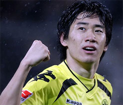 Japanese midfielder Kagawa to join Man United