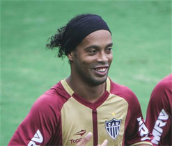 Flamengo release video evidence of Ronaldinho breaking curfew following his departure to Atletico Mineiro